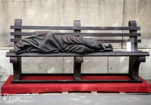 A Hajléktalan Jézus szobra Budapesten (Magyar Máltai Szeretetszolgálat)